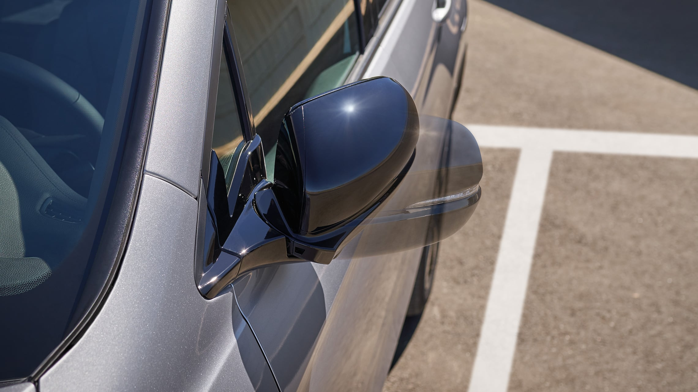 2019 Honda Passport Elite in Lunar Silver Metallic demonstrating movement of the automatic-dimming power folding side mirror.